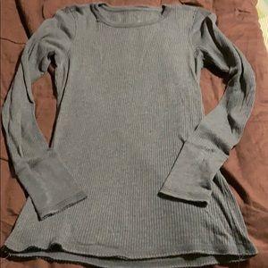 Women's Pullover Long Sleeve Shirt. EUC